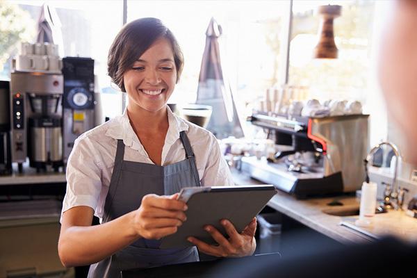 cashier using ipad to swipe credit card