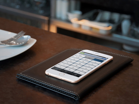 Apple iPhone mobile payment at restaurant